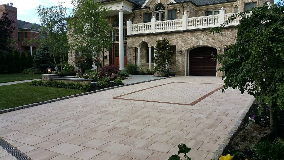 Roslyn Long Island Paver Driveway with Landscaping.